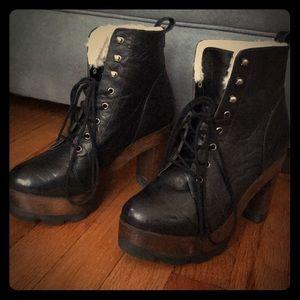 Black Platform Boots🍁❄️